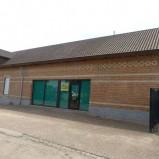 Meerhout : Winkel met magazijn, 530m²